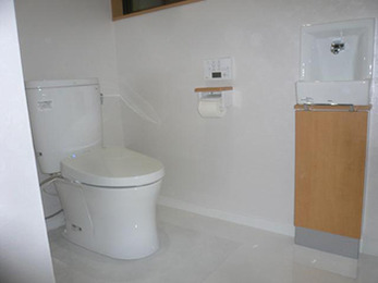 想像をしていたよりも、明るく清潔感のあるトイレになりました。
