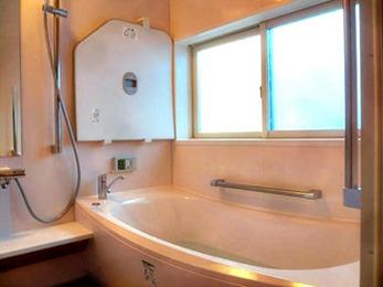 浴室が温かくなっただけでなく、脱衣室にも専用暖房機が付き、さらに快適になりました。