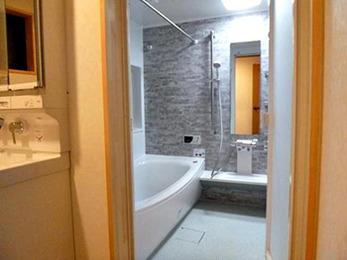 浴槽も浴室も以前よりずっと広くなり、快適です。