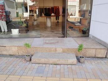 雨の日、入口から店内に雨水が入ってくることがなくなり助かりました。雰囲気も損なわず満足しています。