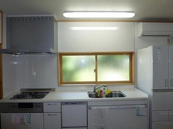 古かったキッチンを解体して全てが新しく、明るく、暖かいキッチンになりました。