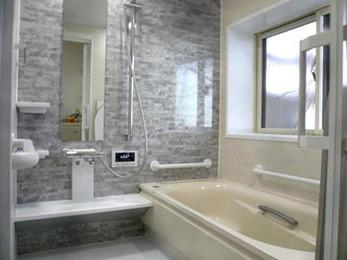トイレ、浴室ともに手すりを付け浴室をユニットバスにし、二世帯リフォームに向けた準備ができそうです。