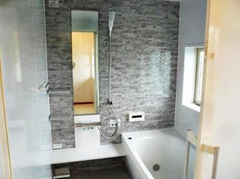 脱衣室も浴室も見違えて驚きました。あまりの心地よさに思わず長風呂してしまう日々です。