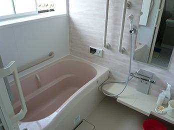転ぶ心配がなくなり、安心してお風呂に入れます。