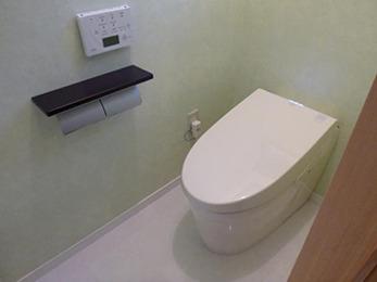 コンパクトで清潔感のあるトイレ、洗面所に仕上がりました。