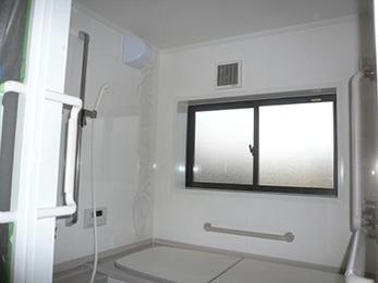 白基調でとても清潔感のある浴室になりました。