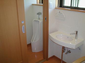 段差がなく、引き戸で開け閉めしやすい便利なトイレになって嬉しいです。