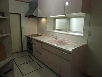 システムキッチンにした事で、広々とした台所に大変身しました。