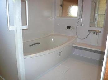 浴室の壁のタイルも綺麗になり、不安が解消されました。