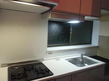 暗い雰囲気のキッチンが、とても明るくなりました。