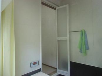 取り替えた事で、ドアの開け閉めがスムーズになりました。