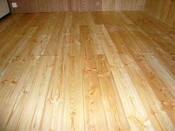 自然素材なので床が暖かくて嬉しいです。