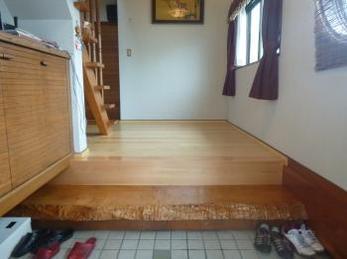 廊下を足触りがいい床材で安心バリアフリーに!