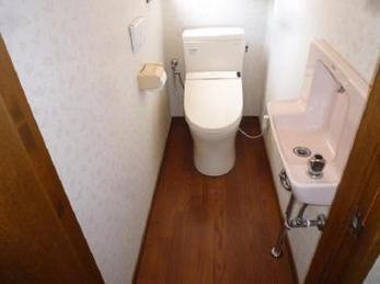 一日で便器の取替と床のCFシート貼替え