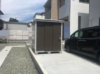砂利敷きの庭に駐車場を作って物置を設置!